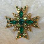 spilla a croce di maltan strass verdi 001